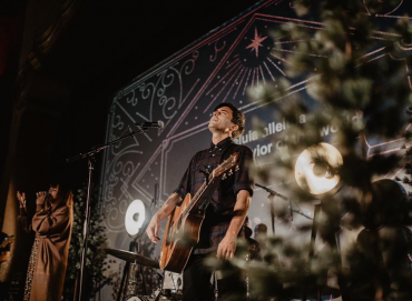 Phil WIckham, on stage looking up